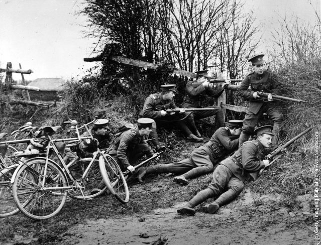 1914: A group of new recruits in training for service in the British Army during World War I