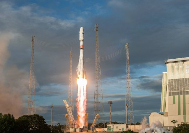 A handout picture taken on April 25, 2016 and released by the European Space Agency (ESA) shows a Soyuz VS14 rocket lifting off from the European space centre at Kourou, French Guiana. (Photo by S. Martin/AFP Photo)