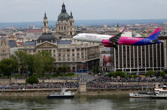 Wizz Air's Airbus A-321 flies along the Danibe river during an air show in Budapest, Hungary, May 1, 2016. (Photo by Laszlo Balogh/Reuters)