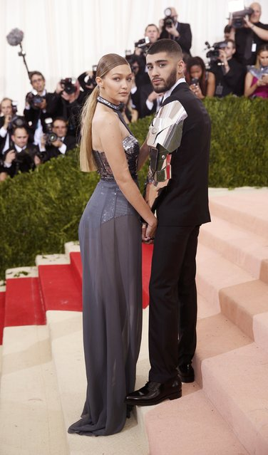 """Model Gigi Hadid (L) and singer Zayn Malik arrive at the Metropolitan Museum of Art Costume Institute Gala (Met Gala) to celebrate the opening of """"Manus x Machina: Fashion in an Age of Technology"""" in the Manhattan borough of New York, May 2, 2016. (Photo by Eduardo Munoz/Reuters)"""