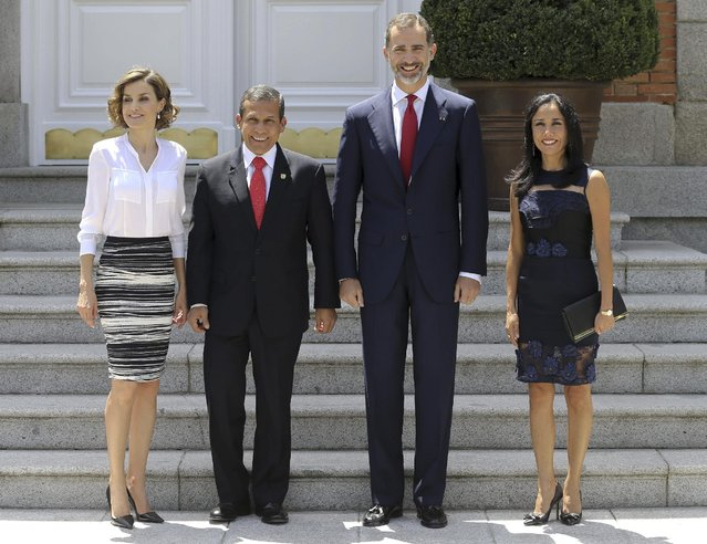 Peru's President Ollanta Humala, second left, poses with Spain's Princess Letizia, left, Spain's King Felipe VI, second right, and Peru's First Lady Nadine Heredia before a lunch at the Zarzuela Palace in Madrid, Spain, Tuesday, July 7, 2015. Humala is on an official visit to Spain. (Photo by Ballesteros/Pool photo via AP Photo)