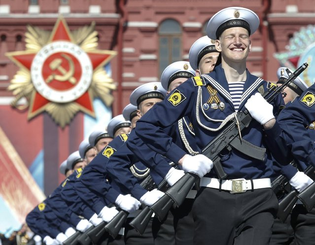 Russian servicemen march during the Victory Day parade, marking the 71st anniversary of the victory over Nazi Germany in World War Two, at Red Square in Moscow, Russia, May 9, 2016. (Photo by Grigory Dukor/Reuters)