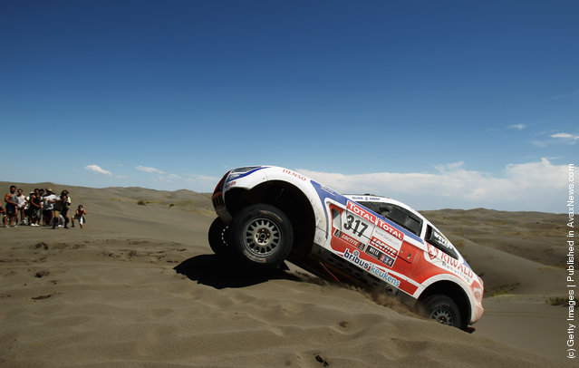 Erik Wevers of The Netherlands drives his Mitsubishsi over a sand dune during stage two of the 2012 Dakar Rally