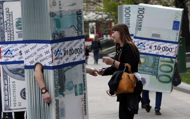 People dressed as blocks of currency notes as part of a marketing campaign walk in Moscow April 28, 2014. (Photo by Sergei Karpukhin/Reuters)
