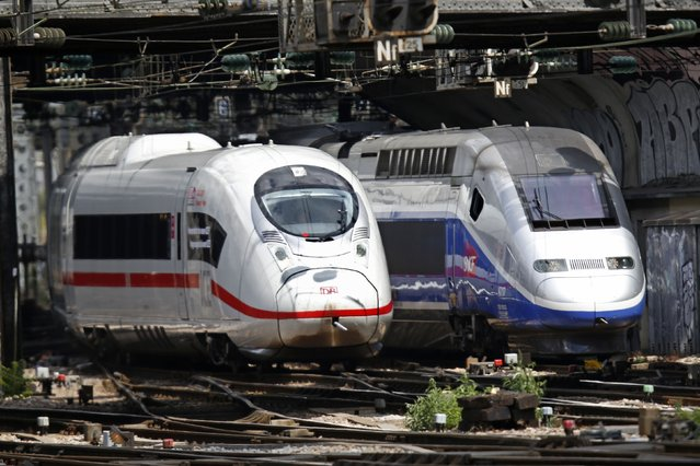 Two high-speed trains, a German ICE 3 train (L) and a French TGV arrive side-by-side into Gare de l'Est train station in Paris, France, July 23, 2015. The ICE 3, the German train left from Frankfurt to mark the entry into service of the first German Rail (DB) class 407 ICE 3 on cross-border services from Frankfurt to Paris. (Photo by Charles Platiau/Reuters)