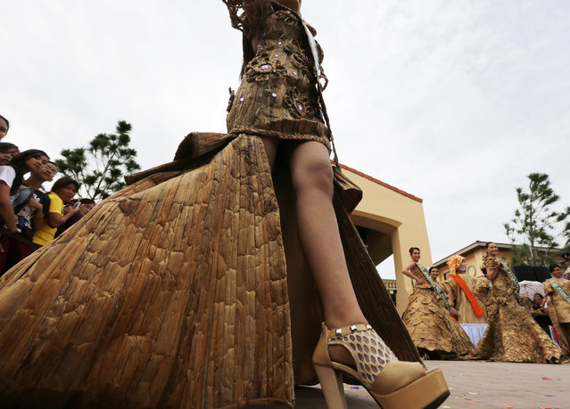 Filipino candidates wearing gowns made from dried water hyacinth stalks, pose during the Water Lily pageant in Las Pinas city, south of Manila, Philippines, July 24, 2014. Jian Cayla Salazar was crowned Miss Water Lily 2014 during a festival that aims to promote the water hyacinth-based livelihood enterprise for the benefit of residents in flood prone communities. (Photo by Francis R. Malasig/EPA)