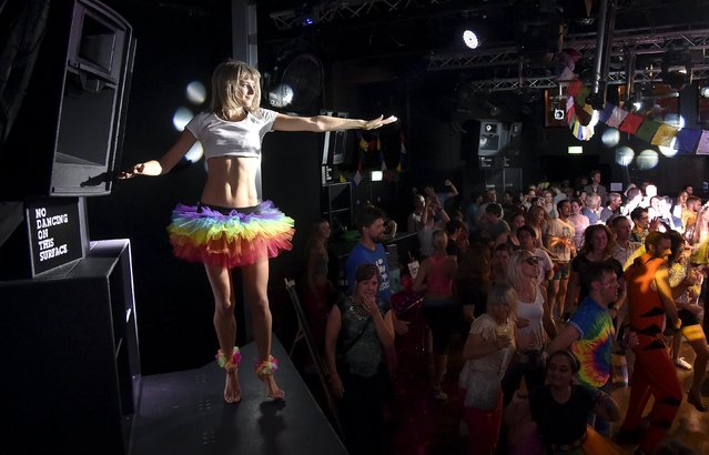 "Club-goers dance at ""Morning Gloryville"" at the Ministry of Sound in south London August 11, 2015. (Photo by Toby Melville/Reuters)"