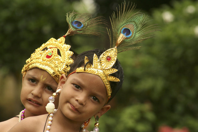 "School children dressed as Lord Krishna wait to perform during festivities ahead of ""Janamashtmi"" in Chandigarh August 22, 2008. (Photo by Ajay Verma/Reuters)"