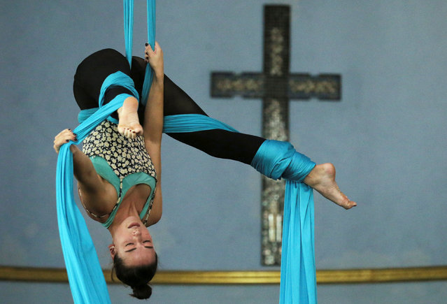Heather Dart trains on the silks at the Aloft Loft circus training and teaching school which was converted from a church, in Chicago, Illinois, U.S., September 20, 2016. (Photo by Jim Young/Reuters)