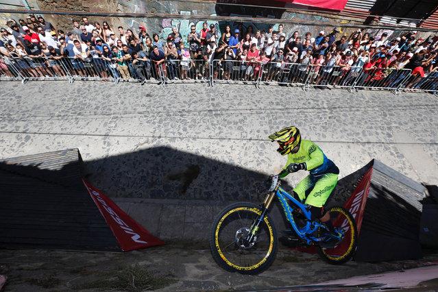 Jeremias Maio of Argentina in action during the Valparaiso mountain bike downhill race in Valparaiso, Chile on February 11, 2018. (Photo by Rodrigo Garrido/Reuters)