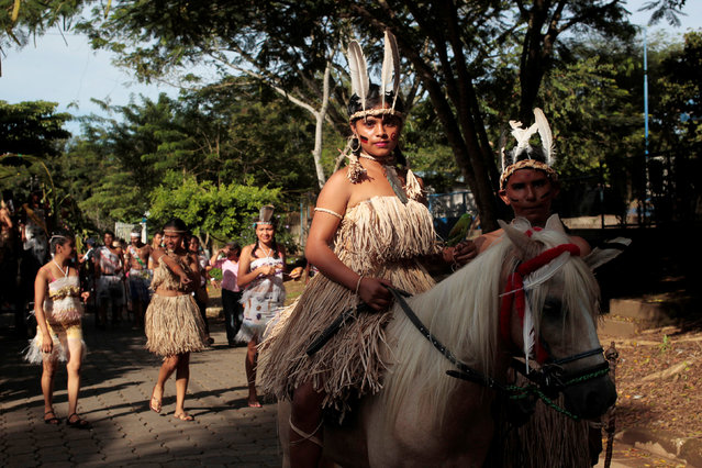 An Indigenous schoolchild dressed in traditional attire rides a horse during a rally to commemorate Indigenous Resistance Day in Catarina town, Nicaragua October 12, 2016. This holiday coincides with Columbus Day which commemorates Christopher Columbus landing in America in 1492.  But rather than celebrating the discovery of the Americas, the Nicaraguans observe Indigenous Resistance Day to celebrate the bravery of the indigenous population in the fight against the Spanish conquistadors. (Photo by Oswaldo Rivas/Reuters)