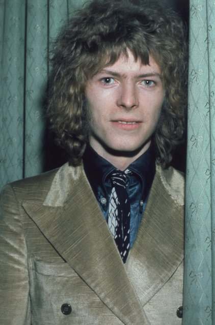 February 1970: Pop singer David Bowie at the 'Disc and Music Echo' Valentine Awards ceremony at the Cafe Royal in London. (Photo by Hulton Archive/Getty Images)