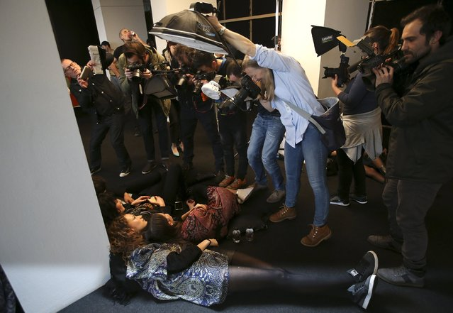 Photographers take pictures of models backstage of Etro Autumn/Winter 2016 women's collection during Milan Fashion Week, Italy, February 26, 2016. (Photo by Stefano Rellandini/Reuters)