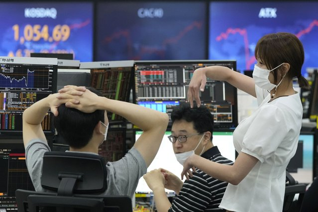 A currency trader gestures at the foreign exchange dealing room of the KEB Hana Bank headquarters in Seoul, South Korea, Thursday, August 5, 2021. Asian stocks were mixed Thursday as traders awaited more guidance on the U.S. economic recovery. (Photo by Ahn Young-joon/AP Photo)