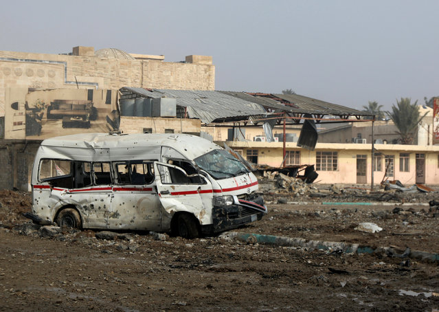 Destroyed vehicle from previous clashes are seen as Iraqi forces battle with Islamic State militants in Mosul, Iraq January 23, 2017. (Photo by Marius Bosch/Reuters)