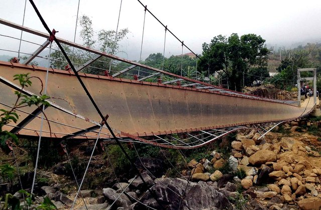 A collapsed suspension bridge over a spring is pictured at Tam Duong district, in the northwestern mountainous province of Lai Chau on February 24, 2014. At least seven people were killed and dozens more injured when a suspension bridge collapsed in northern Vietnam, an official said. (Photo by AFP Photo/Vietnam News Agency)