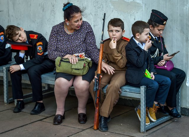 A mother speaks with her son before the beginning of the Moscow's cadet movement members parade at Poklonnaya hill in Moscow on May 6, 2019. (Photo by Vasily Maximov/AFP Photo)