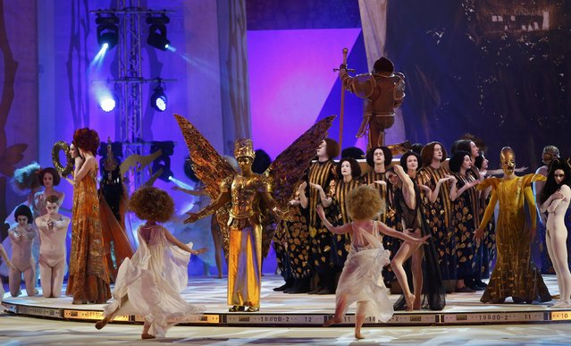 Actors perform on stage during the opening ceremony of the 23rd Life Ball in Vienna, Austria May 16, 2015. (Photo by Leonhard Foeger/Reuters)