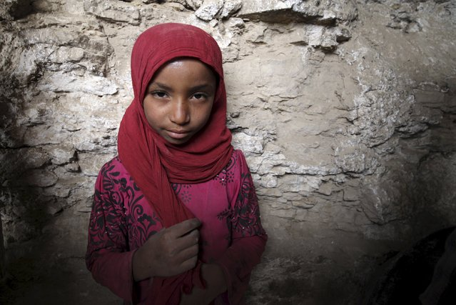 An internally displaced girl stands in a cavein the district of Khamir of Yemen's northwestern province of Amran May 9, 2015. (Photo by Mohamed al-Sayaghi/Reuters)