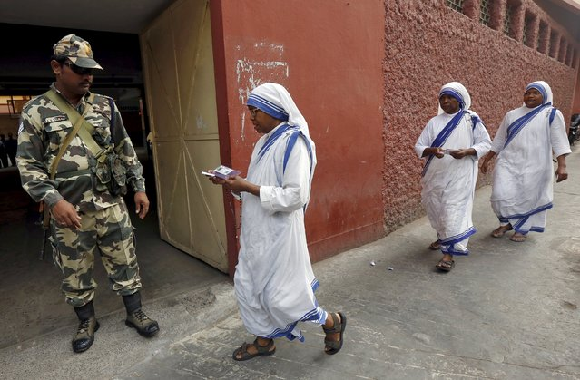 Catholic nuns from the Missionaries of Charity arrive to cast their votes during the third phase of West Bengal Assembly elections in Kolkata, India, April 21, 2016. (Photo by Rupak De Chowdhuri/Reuters)