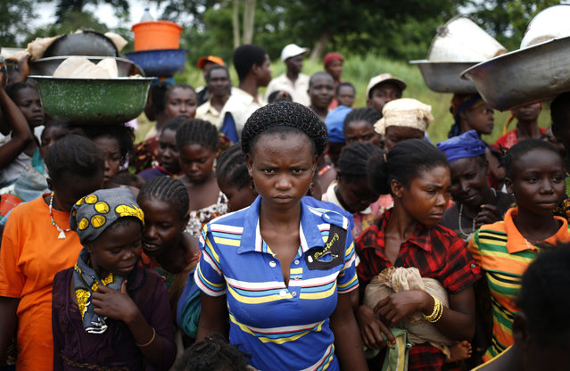 Internally displaced people wait for food distribution by a foreign non-governmental organisation (NGO) in the town of Boda April 15, 2014. (Photo by Goran Tomasevic/Reuters)
