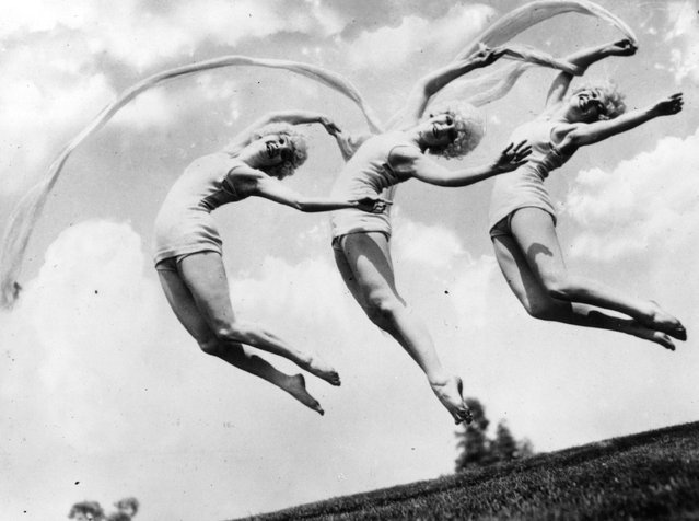 Three Marion Morgan dancing girls caught in mid-air formation, 1926.   (Photo by Topical Press Agency)