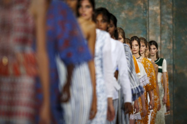 Models present creations from the Tory Burch Spring/Summer 2016 collection during New York Fashion Week in New York, September 15, 2015. (Photo by Eduardo Munoz/Reuters)
