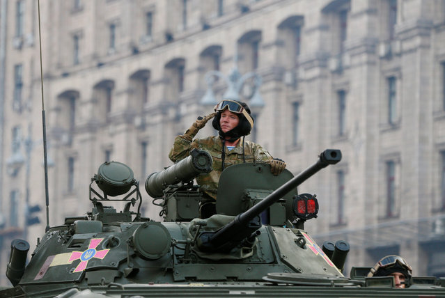 Ukrainian servicemen drive an infantry fighting vehicle during a rehearsal for the Independence Day military parade in central Kiev, Ukraine, August 22, 2016. (Photo by Valentyn Ogirenko/Reuters)
