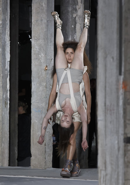 Models wear creations for American designer Rick Owens' as part of his Spring-Summer 2016 ready-to-wear fashion collection, presented during the Paris Fashion Week in Paris, France, Thursday, October 1, 2015. (Photo by Michel Euler/AP Photo)