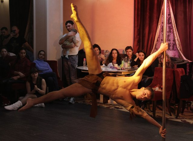 """A participant performs during the """"Perfect pole"""" pole dance championship of North Caucasus Federal District at the """"Onegin"""" restaurant in Stavropol, southern Russia, November 9, 2014. (Photo by Eduard Korniyenko/Reuters)"""