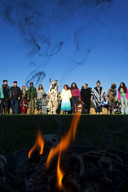 "Revellers and attendees take part in an Indigenous Sunrise Ceremony during a ""pow-wow"" celebrating the Indigenous Peoples Day Festival in Randalls Island, New York, October 12, 2015. (Photo by Eduardo Munoz/Reuters)"