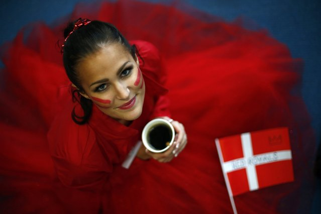 Miss Denmark Pernille Sorensen holds her coffee as she wears face paint during the Miss World sports competition at the Lee Valley sports complex in north London, November 26, 2014. (Photo by Andrew Winning/Reuters)