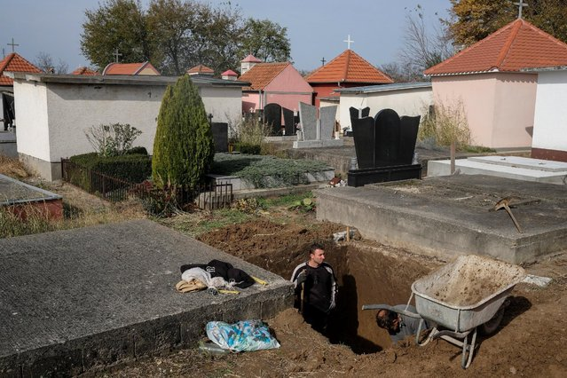 Gravediggers work at a cemetery in the village of Smoljinac, Serbia, October 25, 2016. (Photo by Marko Djurica/Reuters)