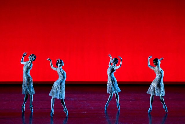 """Members of The Royal Ballet perform in """"The Royal Ballet: Live, Within the Golden Hour"""", a live streamed performance broadcast at the Royal Opera House, London, Britain, November 12, 2020. (Photo by Toby Melville/Reuters)"""