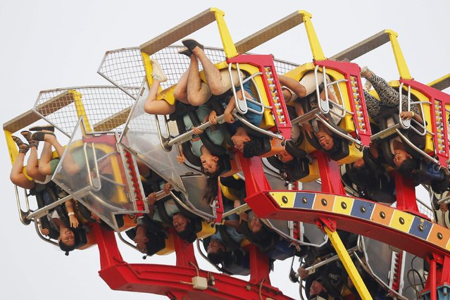 People react during a thrill ride at an amusement park in Lima's Green Coast February 6, 2015. (Photo by Enrique Castro-Mendivil/Reuters)