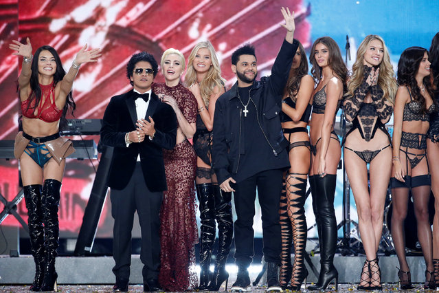 Musicians Bruno Mars (2ndL), Lady Gaga (3rdL) and The Weeknd (C) appear with models at the end of the 2016 Victoria's Secret Fashion Show at the Grand Palais in Paris, France, November 30, 2016. At L, model Adriana Lima and 4thL, model Elsa Hosk. (Photo by Charles Platiau/Reuters)