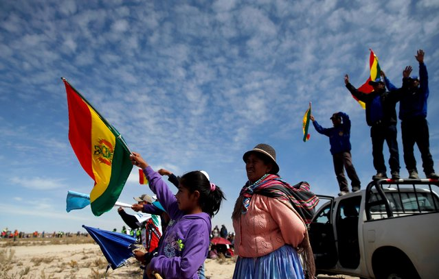 People cheer and wave Bolivian national flags as they watch the sixth stage in the Dakar Rally 2016 in Uyuni, Bolivia, January 8, 2016. (Photo by Marcos Brindicci/Reuters)