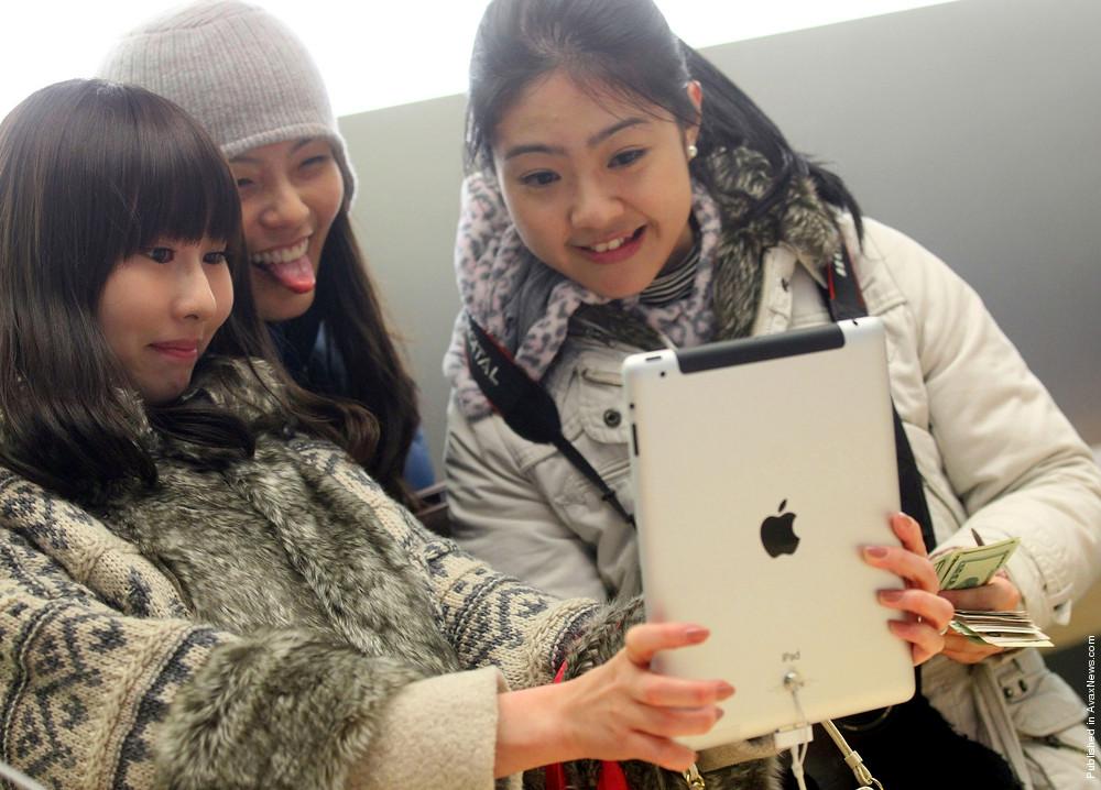 Apple iPad 2 Goes On Sale