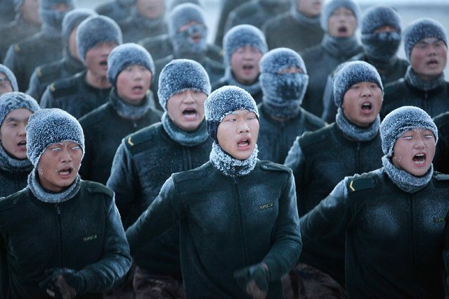Soldiers shout as they practise in temperatures of about minus 30 degrees centigrade (-22 F) in Heihe, Heilongjiang province, in this December 16, 2014 file picture. (Photo by Reuters/China Daily)