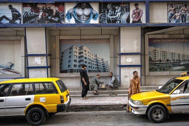 Afghans eat on the street in Kabul, Afghanistan, Saturday, September 11, 2021. (Photo by Bernat Armangue/AP Photo)