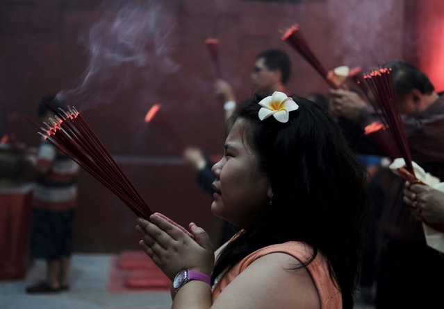 A child holds incense sticks at Dharma Sakti temple as she prays during the Chinese Lunar New Year, in Jakarta, Indonesia January 28, 2017. (Photo by Reuters/Beawiharta)