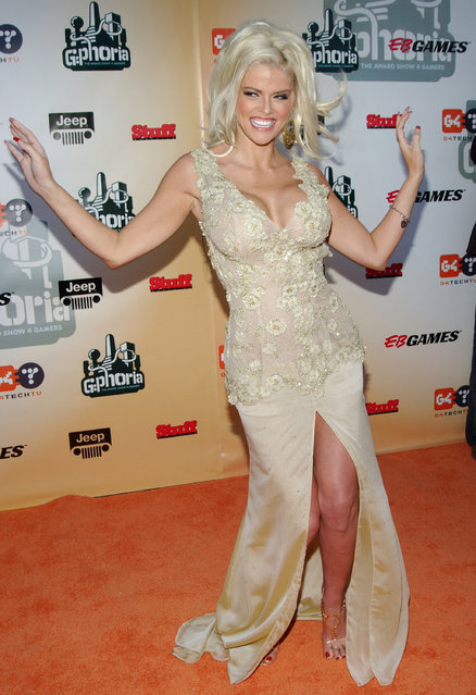 "Anna Nicole Smith during ""G-Phoria – The Award Show 4 Gamers"" – Arrivals at Shrine Exposition Center in Los Angeles, California, United States. (Photo by Jon Kopaloff/FilmMagic)"
