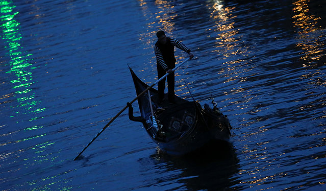 A gondola makes its way through a channel in downtown Venice, Italy February 11, 2017. (Photo by Tony Gentile/Reuters)