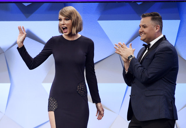 Singer Taylor Swift, left, reacts to the crowd alongside host Ross Mathews after making a surprise appearance onstage during the 27th Annual GLAAD Media Awards at the Beverly Hilton on Saturday, April 2, 2016, in Beverly Hills, Calif. (Photo by Chris Pizzello/Invision/AP Photo)