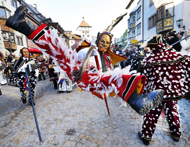 "A ""Federahannes"", a jester figure from Rottweil, participates in the ""Narrensprung"" (jester jump) parade in Rottweil, southern Germany, Monday, February 27, 2016. About 4000 jesters paraded through the city among thousands of spectators. The Rottweil Narrensprung is the highlight of the Swabian-Alemannic Fastnacht and one of the traditional pre-Lenten carnival parades in southwestern Germany. (Photo by Michael Probst/AP Photo)"