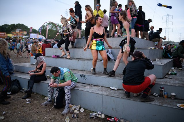 Festival-goers dance at the Beat Hotel as the sun begins to set on day four of Glastonbury Festival at Worthy Farm, Pilton on June 29, 2019 in Glastonbury, England. Glastonbury is the largest greenfield festival in the world, and is attended by around 175,000 people. (Photo by Leon Neal/Getty Images)