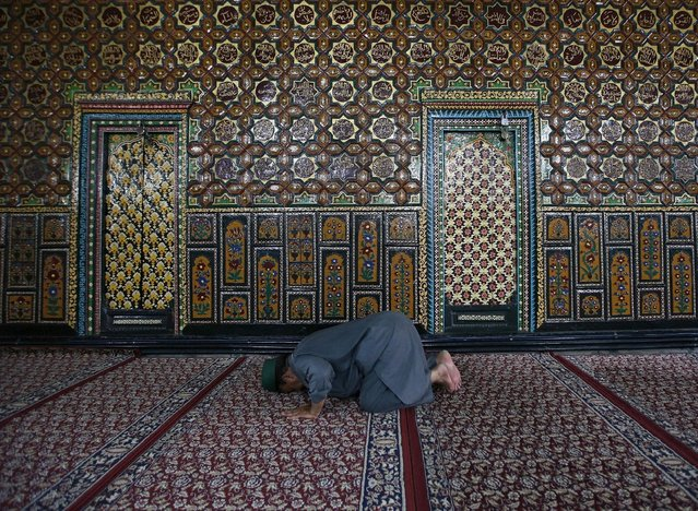 A Kashmiri Muslim man offers prayers at the shrine of Mir Syed Ali Hamdani, a Sufi saint, during the holy month of Ramadan in Srinagar July 7, 2015. (Photo by Danish Ismail/Reuters)