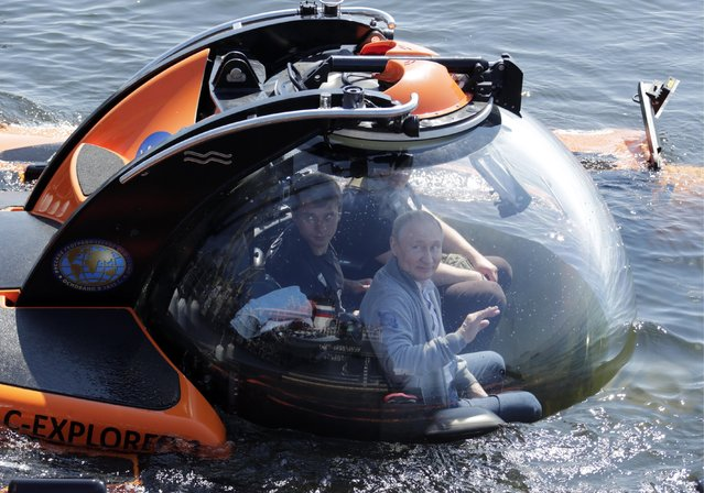 Russia's President Vladimir Putin dives to the bottom of the Gulf of Finland in Leningrad Region, Russia on July 27, 2019 aboard a C-Explorer 3.11 submersible to explore the Shchuka-class submarine Shch-308 sunken during World War II. (Photo by Alamy Live News)