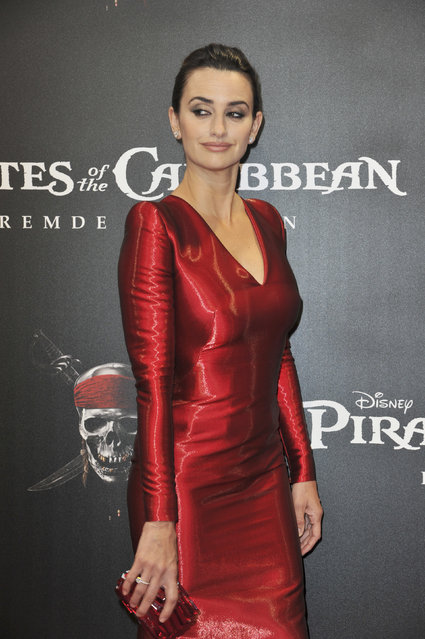 """Actress Penelope Cruz attends the Germany Premiere of """"Pirates Of The Caribbean: On Stranger Tides"""" at the Mathaeser Filmpalast on May 16, 2011 in Munich, Germany. (Photo by Hannes Magerstaedt/Getty Images)"""
