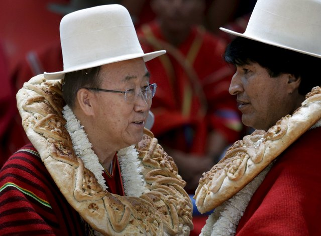 """U.N. Secretary-General Ban Ki-moon (L) talks with Bolivia's President Evo Morales during the inauguration of a sports arena called """"Coliseo Ban Ki-Moon"""" in Vila Vila, south of Cochabamba, October 11, 2015. Ban Ki-Moon is in Bolivia for the World People's Conference on Climate Change and the Defense of Life, which is held before the World Climate Change Conference in Paris. (Photo by David Mercado/Reuters)"""